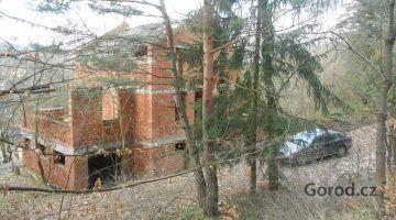 Недостроенный дом недалеко от Праги