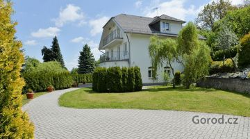 Просторный дом на окраине Праги